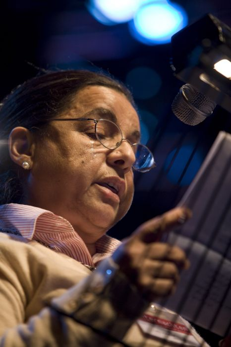 Laila Aboezaid tijdens Bluff Your Way into Arabic Literature  in Theater aan het Spui in Den Haag, op zaterdagmiddag 19 januari in Winternachten 2008 - foto Serge Ligtenberg